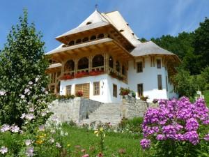 Mănăstirea Bârsana din judeţul Maramureş (imagine din curte)
