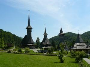 Faimoasele turle de lemn ale mănăstirii Bârsana