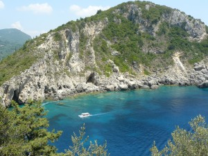 Imagine din staţiunea Paleokastritsa, din Corfu