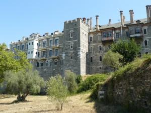 Zidurile din spate ale mănăstirii Vatopedu din Muntele Athos