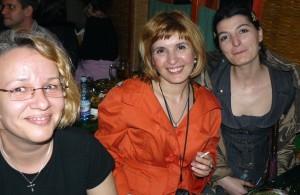 Oana Pavelescu (în stânga), împreună cu Anca Nicoleanu şi Steluţa Voica