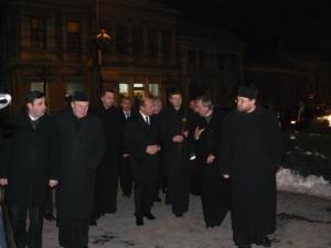 Traian Băsescu a ajuns la Catedrala Ortodoxă din Cluj în jurul orei 18.20 şi a rămas la slujba de prohod până la 19.10