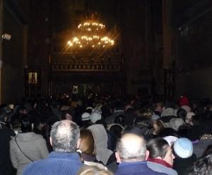 În această seară a fost oficiat prohodul călugărului Bartolomeu. Mâine, 3 februarie, va fi slujba specială de înmormântare a ierarhului. Catedrala e arhiplină