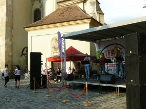 ... lângă biserica franciscană se cânta jazz...