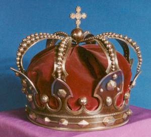Coroana de oţel a Regelui Carol I, folosită şi de Regele Ferdinand la încoronarea din 1922, de la Alba Iulia. Foto: Muzeul Naţional de Istorie a României (mnir.ro)